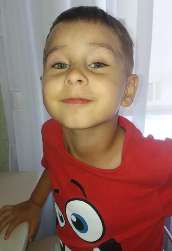 Bé Kolya (3 tuổi) trước khi bị đi lạc trong rừng ở vùng Omsk, Nga. Ảnh: East2west News.