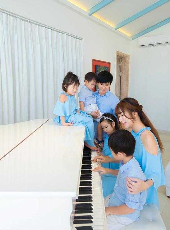 Lý Hải - Minh Hà kết hôn gần 9 năm, có 4 con, cuộc sống đủ đầy, viên mãn.