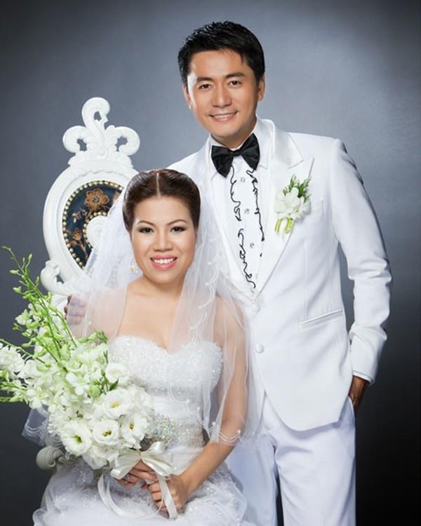 Trương Minh Cường kết hôn cùng vợ doanh nhân Thu Huyền vào cuối năm 2009. Nam diễn viên quen bạn đời trong một lần hợp tác công việc. Sau đó, anh dần cảm mến tính cách hiền lành, nhân hậu của Thu Huyền và quyết tâm theo đuổi bà xã.