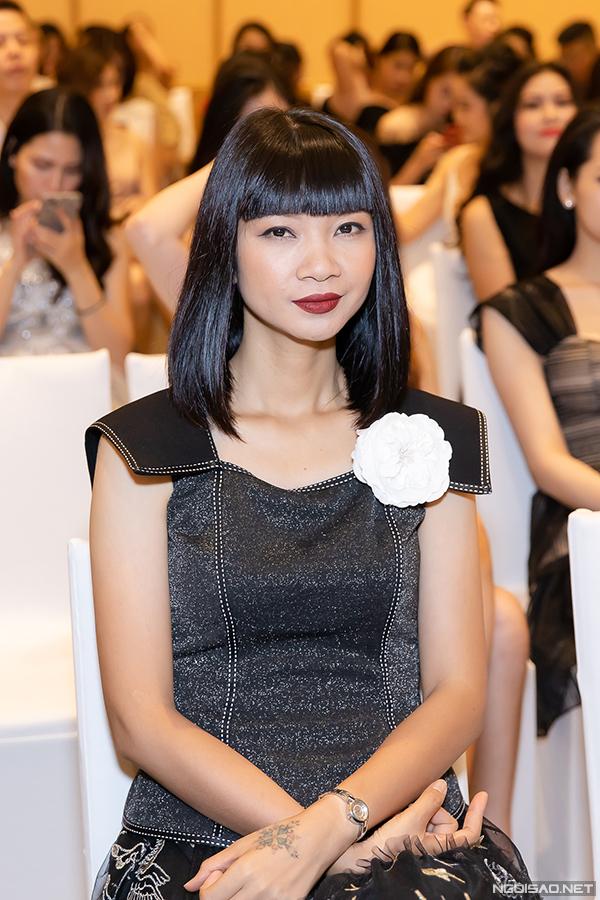 Chương trình còn có sự tham dự của cựu người mẫu Hạ Vy.