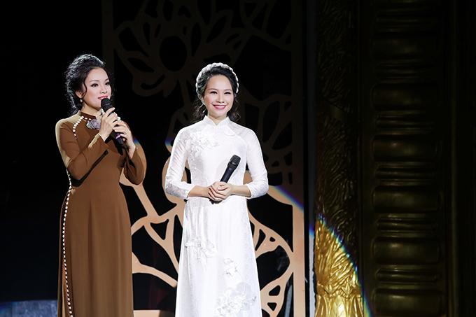 Được sự ủng hộ củaThượng tọa Thích Minh Hiền, Tân Nhàn khởi xướng liveshow Tứ Ân và rủ các đồng nghiệp, bạn bè cùng tham gia. Cô đảm nhận vai trò chủ nhiệm chương trình và biên tập âm nhạc.