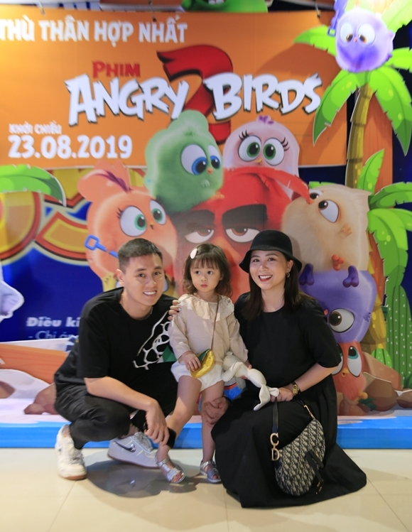 Con gái xinh xắn của diễn viên Kiên Hoàng - Heo Mi Nhon thu hút bởi vẻ xinh xắn, dễ thương.