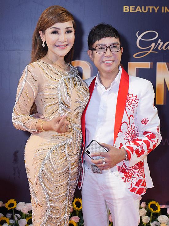 Cát Tuyền là một trong những ca sĩ chuyển giới đầu tiên ở Việt Nam. Cô hiện sống ở Mỹ và mới về Việt Nam đầu tư kinh doanh về lĩnh vực làm đẹp. Long Nhật ủng hộ Cát Tuyền tái xuất.