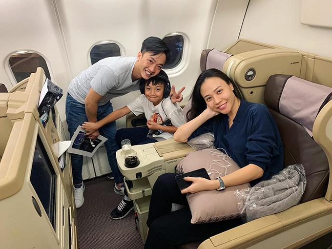 Cường Đôla chia sẻ khoảnh khắc cùng con trai Subeo và vợ mới cưới Đàm Thu Trang đi du lịch. Anh cho biết đây là chuyến đi trước khi Subeo quay lại trường học sau kỳ nghỉ hè.