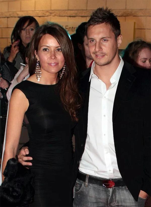 Phil Jagielka và cô vợ Emily. Ảnh: The Sun.
