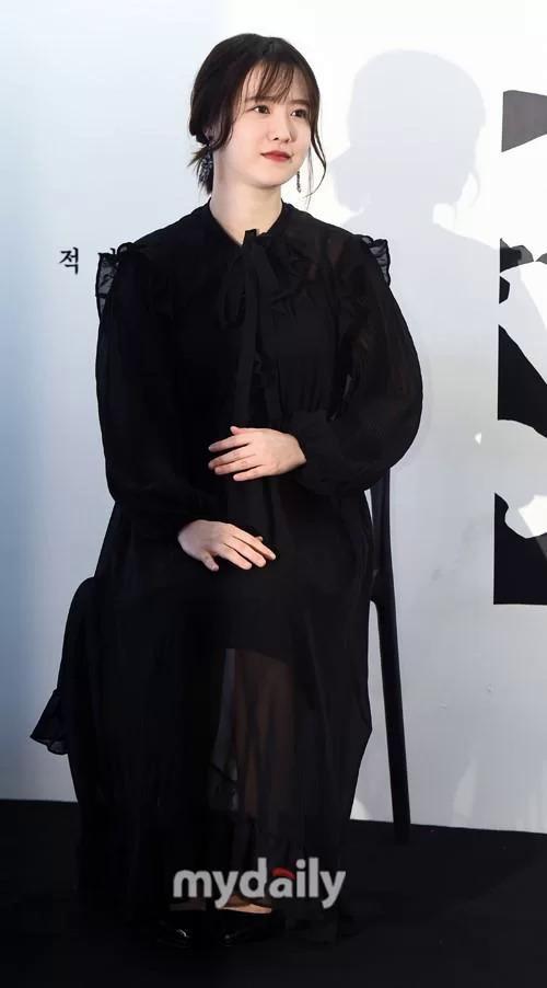 Đầu 2019, Goo Hye Sun tham gia nhiều hoạt động của giới giải trí, tuy nhiên vóc dáng mập mạp, hành động hay đặt tay lên bụng của cô khiến nhiều người đặt nghi vấn cô đã có thai. Tuy nhiên, nàng Cỏ luôn phủ nhận.