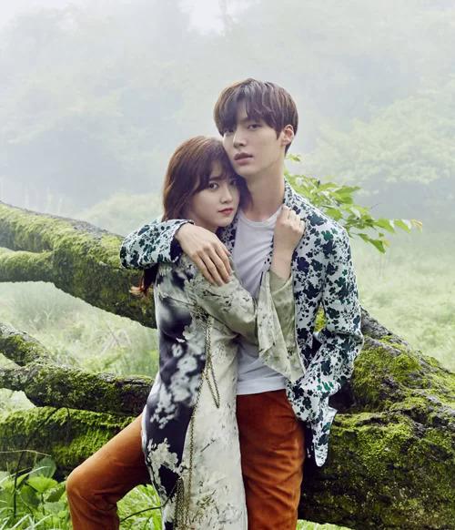 Goo Hye Sun là ngôi sao của màn ảnh Hàn qua nhiều phim truyền hình như Vườn sao băng, Đôi mắt thiên thần, Bác sĩ khát máu... Ahn Jae Hyun - chồng cô được biết đến qua nhiều phim như Tôi là cung Xử Nữ, Ông hoàng thời trang, Vì sao đưa anh tớ....