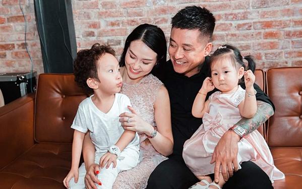 Gia đình nhỏ của Tuấn Hưng - Thu Hương.