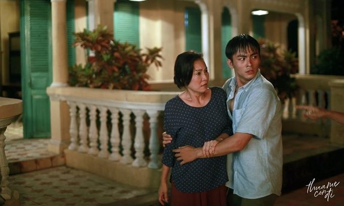 Nghệ sĩ Hồng Đào và diễn viên trẻ Lãnh Thanh để lại nhiều dư cảm bằng lối diễn cảm xúc.