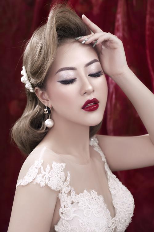 Bộ ảnh được thực hiện bởi trang điểm: Trang Sun, ảnh: Thuyj Do.