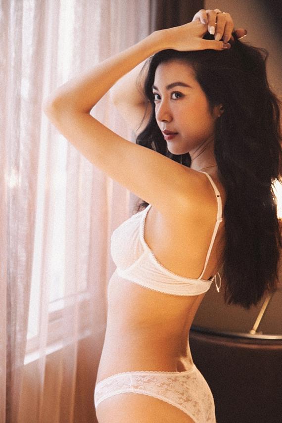 Dù bận rộn công việc, Thúy Vân giữ thói quen ăn uống khoa học và chăm chỉ tập luyện. Nhờ vậy, cô sở hữu vóc dáng gợi cảm với số đo ba vòng 82-60-90.