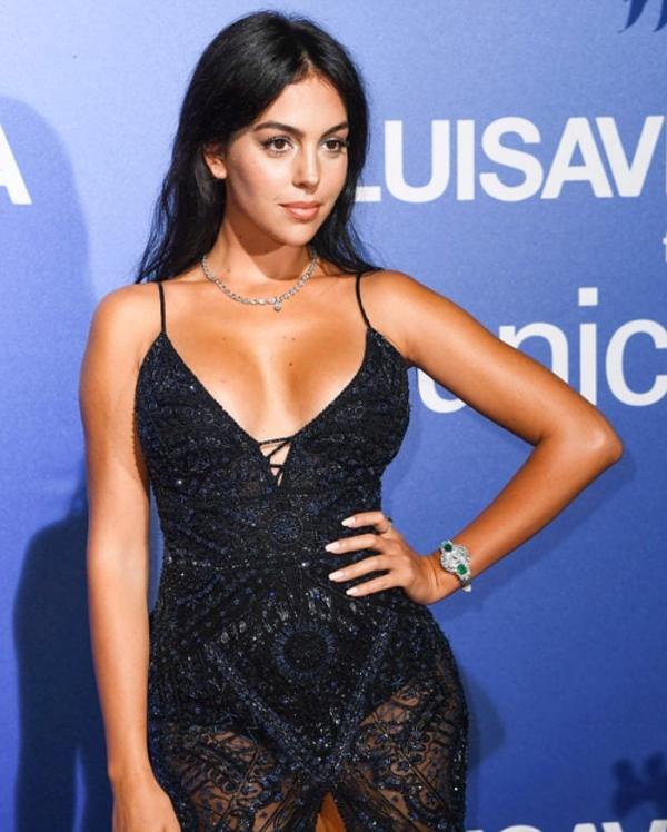Georgina Rodriguez đeo đồng hồ Chopard trong sự kiện tại Porto Cervo, Sardinia.