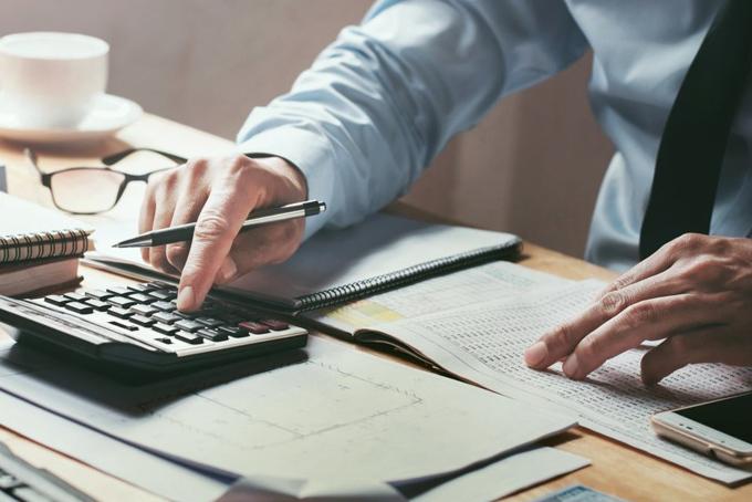 Nếu muốn mua nhà trả góp bạn cần phải có ít nhất 10% số tiền cọc nhà. Ảnh: BI.