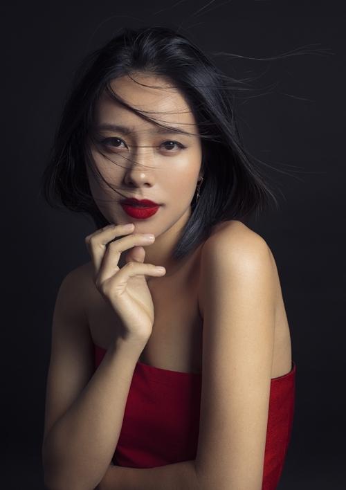 Vẻ đẹp gái một con của Hoàng Quyên.