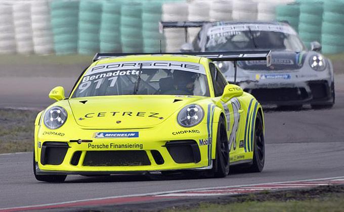 Là con trai duy nhất của nhà vua và hoàng hậu Thụy Điển và cũng là người thứ tư trong danh sách thừa kế ngai vàng, hoàng tử là một người thường tham gia các giải đua xe ôtô thể thao. Anh từng thi đấu ở Carrera Cup, Giải vô địch Scandinavian Touring Car Championship và Porsches GT3 Cup Scandinavia.