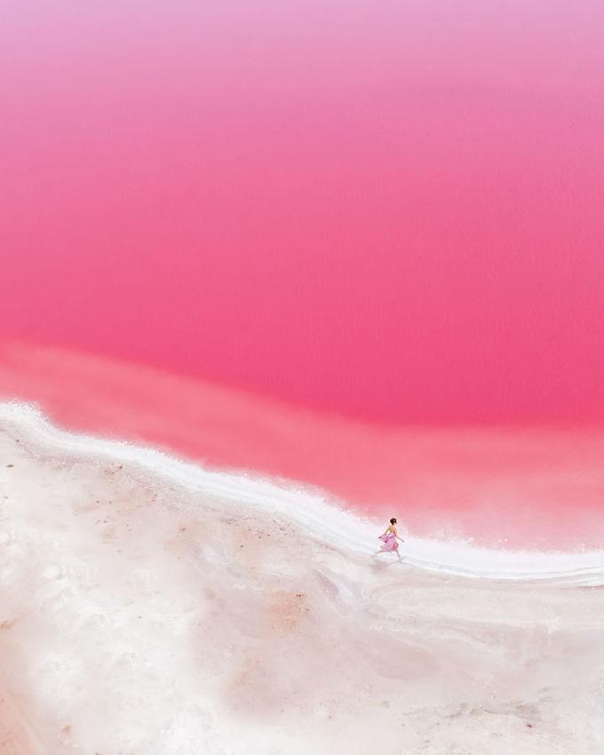 Hồ nước màu hồng như tranh vẽ ở Australia