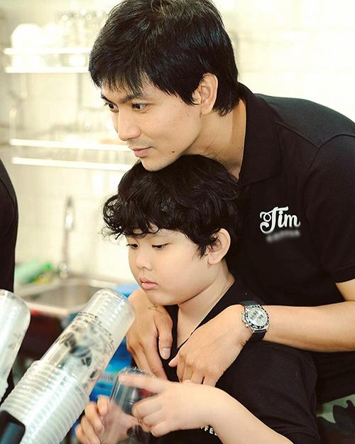 Tim cố gắng dành nhiều thời gian bên con trai.