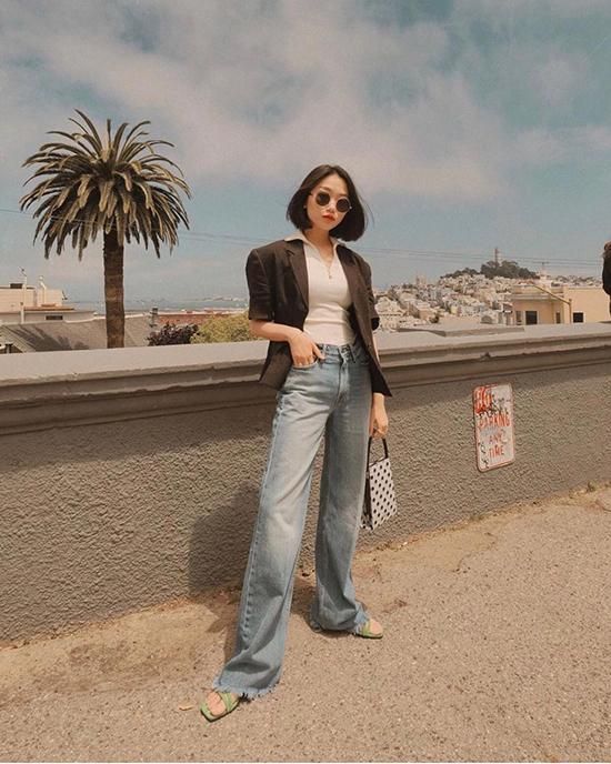 Jeans cổ điển được mix cùng thun, sơ mi và các kiểu blazer, áo khoác giúp nàng công sở sành điệu cùng xu hướng đầu thu.