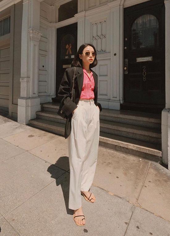 Quần lưng cao khi sử dụng cùng áo vest dáng rộng luôn có tác dụng trong việc kéo dài đôi chân cho phái đẹp.