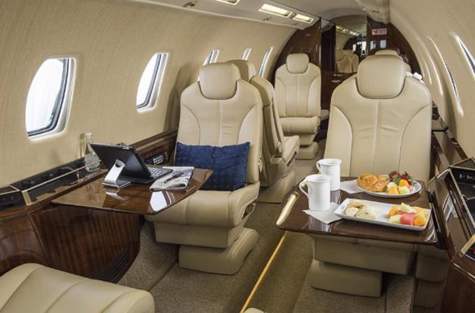 Ghế bọc da êm ái, sang trọng trong chiếc phi cơ tư nhân chở nhà Meghan. Ảnh: Cessna.