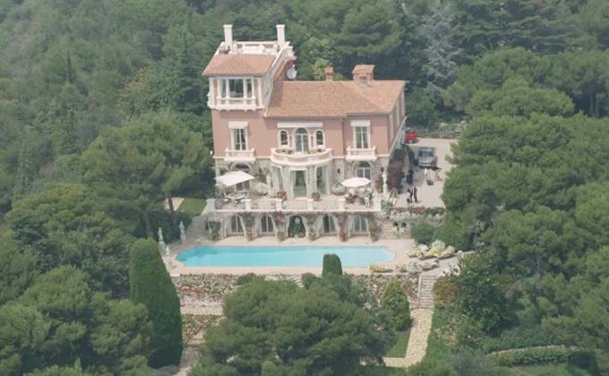 Biệt thự hàng triệu USD của Elton trên ngọn đồi tuyệt đẹp tại Nice, Pháp. Ảnh: Mega.
