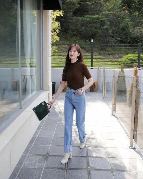 Du là cô nàng nấm lùn hay bạn gái có chiều cao lý tưởng thì giầy cao gót vẫn là phụ kiện hữu ích trong việc mang tới nét thanh mảnh, uyển chuyển cho bước đi.