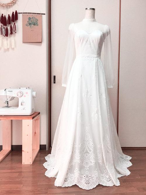 Váy cưới doThanh Trúc tự làm.