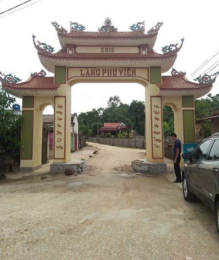 Cổng làng Phú Viên hạn chế xe tải cỡ lớn.