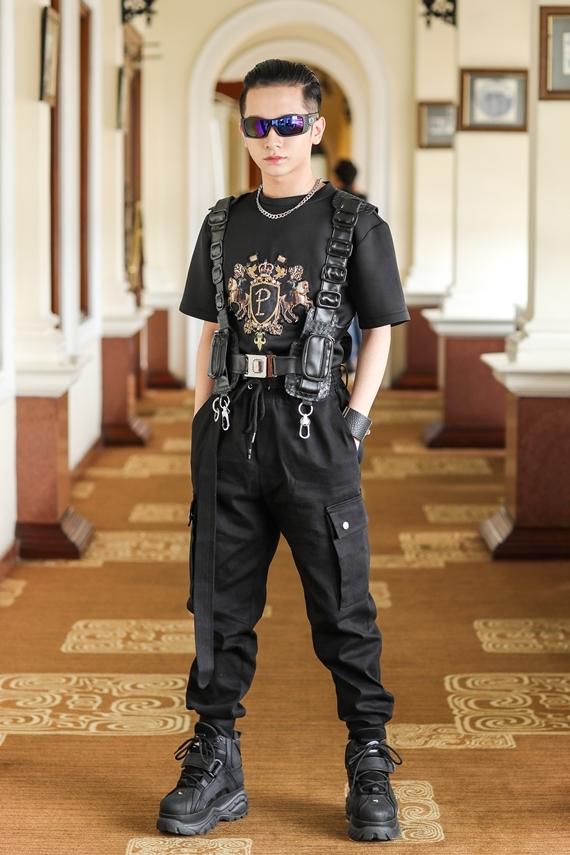 Sự kiện chiều 20/8 còn sự tham gia của nhiều nghệ sĩ trẻ, trong ảnh là ca sĩ Đỗ Hoàng Dương.