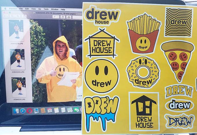 Loạt sticker ngộ nghĩnh của Drew House.