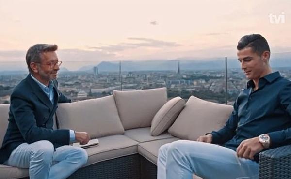 C. Ronaldo trong buổi phỏng vấn với kênh TV1 của quê nhà Bồ Đào Nha.