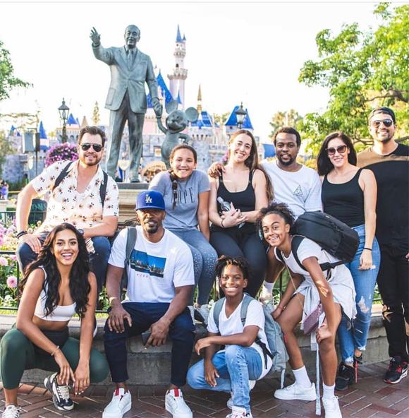 Đầu tháng 7, hai người đi chơi Disneyland ở California cùng bạn bè, người thân.