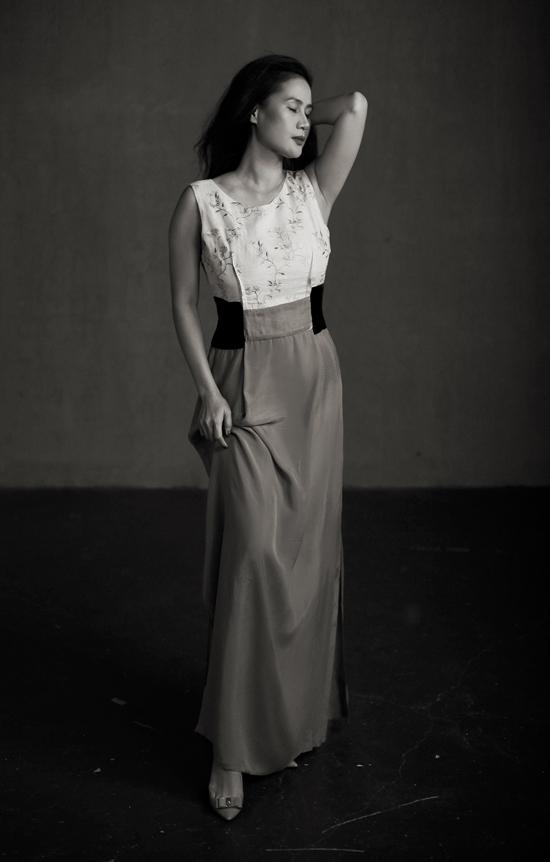 Bộ ảnh có sự xuất hiện của Phạm Quỳnh Anh và Thân Thuý Hà, hai nghệ sĩ thuộc hai lĩnh vực khác nhau là âm nhạc và điện ảnh nhưng cùng có chung lối sống phóng khoáng, tự do, độc lập.