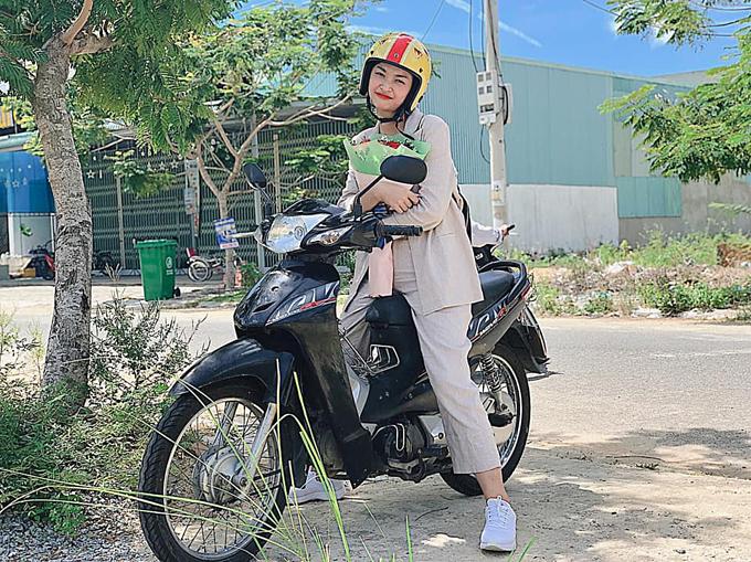 Phong cách của Hoa hậu Lương Thùy Linh và hai Á hậu sau đăng quang - 7