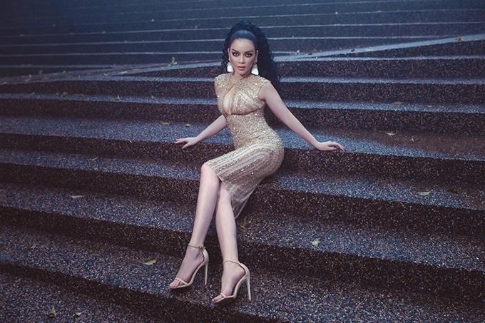 Lý Nhã Kỳ tiết lộ về hậu trường bộ ảnh chụp tại Ấn Độ khi hóa thành Kim Kardashian phiên bản Việt: Chụp bộ ảnh như trời hành, mấy chị em dầm mưa và cái lạnh 12 độ để chụp, quay, còn Kỳ thì mang giày cao gót đi trên bùn xìn.