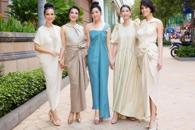 Thanh Mai có mối quan hệ thân thiết cới các người đẹp cùng thời như: Diễm My, Hoa hậu Giáng My, Hoa hậu Hà Kiều Anh, siêu mẫu Vũ Cẩm Nhung.