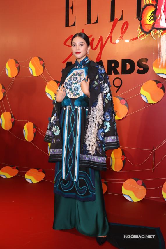 Hoa hậu Tiểu Vy chọn bộ trang phục mang đậm nét Á Đông để thể hiện đúng tinh thần chủ đề Celebrating VietSouls – Tôn vinh tâm hồn Việt của chương trình.