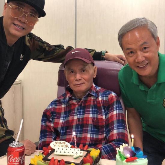 Lưu Gia Huy được các nghệ sĩ đến thăm trong ngày sinh nhật tuổi 64.