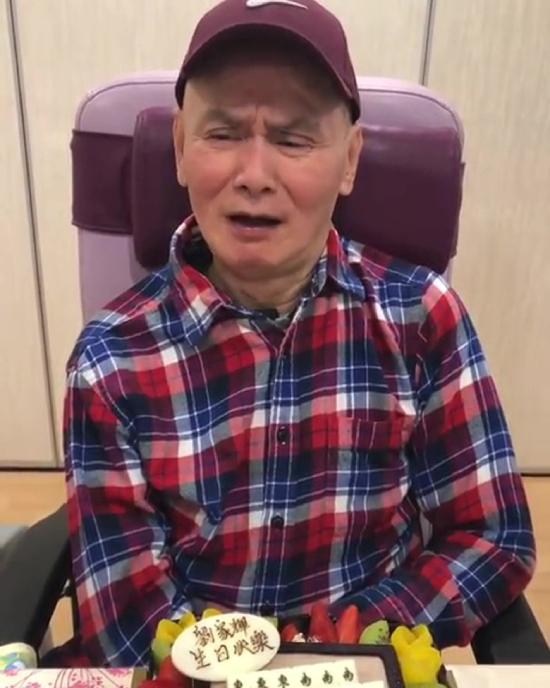 Lương Gia Huy không giấu nổi u buồn vì cuộc sống nhiều khó khăn.