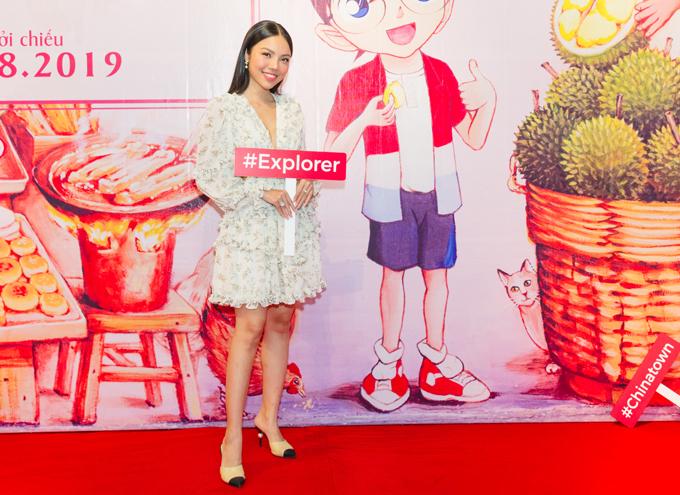 Đi xem phim Conan: Cú đấm sapphire xanh tối 22/8 còn có hot girl Linh Nguyễn.