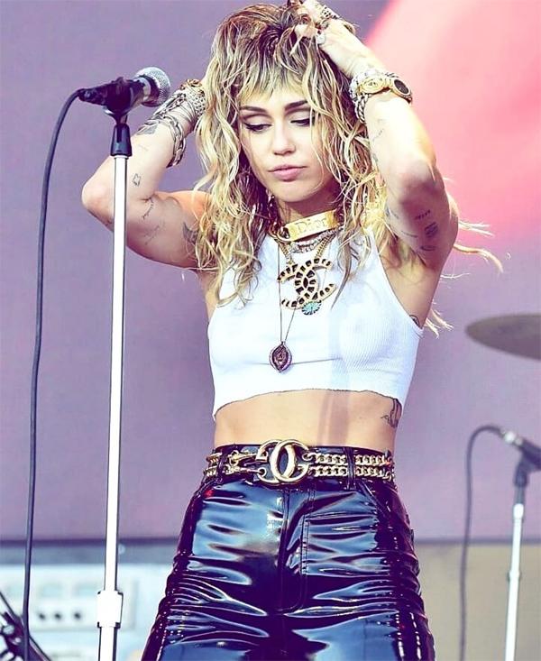Miley Cyrus nói cô không hoàn hảo nhưng không phải là kẻ lừa dối.