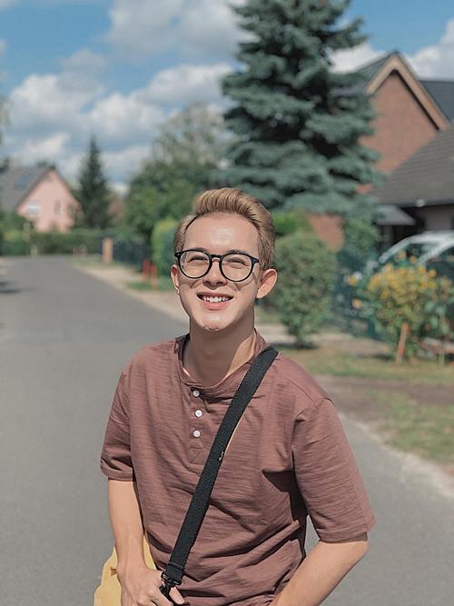 Quang Anh, Bảo Về nhà đi con check in khi du lịch tại Berlin, Đức.