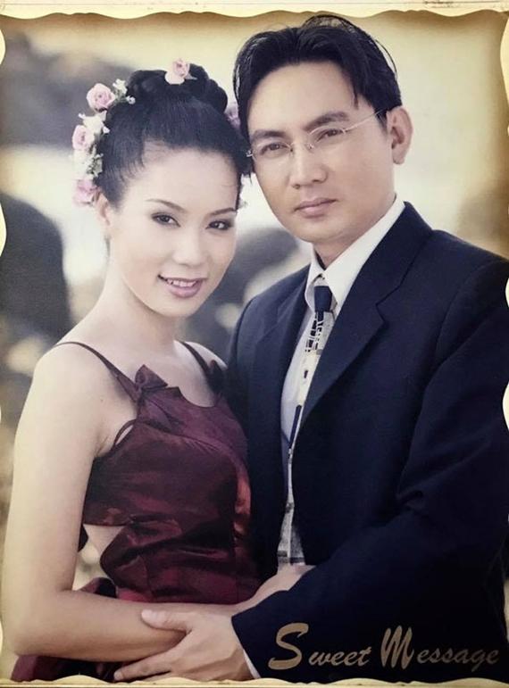 Trịnh Kim Chi lên xe hoa cùng doanh nhân Việt kiều Võ Trấn Phương vào tháng 9/2000. Ban đầu, nữ diễn viên và bạn đời là bạn bè. Trải qua hơn một năm tìm hiểu, cặp đôi quyết định gắn bó dài lâu vì cảm nhận tình cảm chân thành dành cho nhau.