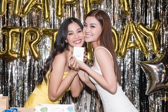 Á hậu Diễm Trang chúc Tiểu Vy ngày càng thành công, toả sáng với ngôi vị hoa hậu.