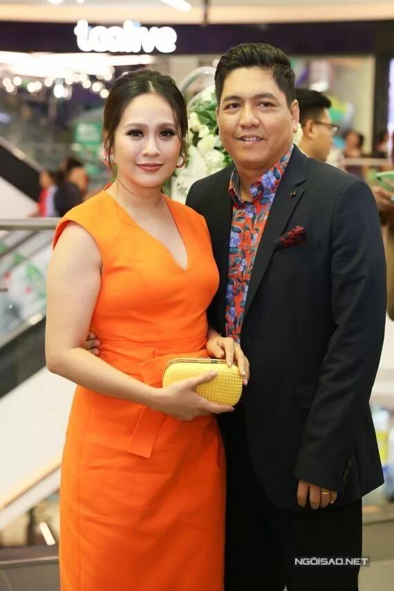 Vợ chồng Thanh Thúy - Đức Thịnh dự ra mắt phim Anh thầy ngôi sao hôm 21/8.