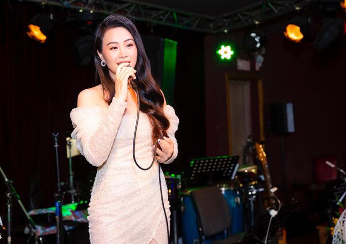 [Caption Đặc biệt, ca sĩ Mạnh Quỳnh còn gửi tặng Dương Huệ một ca khúc hoàn toàn mới mang tên