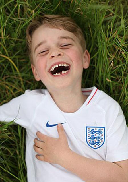 Hoàng tử George vừa đón sinh nhật tròn 6 tuổi hồi tháng trước và sắp bước vào lớp 1 trong tháng tới. Ảnh: AP.