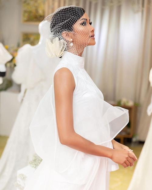 HHen Niê hóa cô dâu khi dự triển lãm đồ cưới.