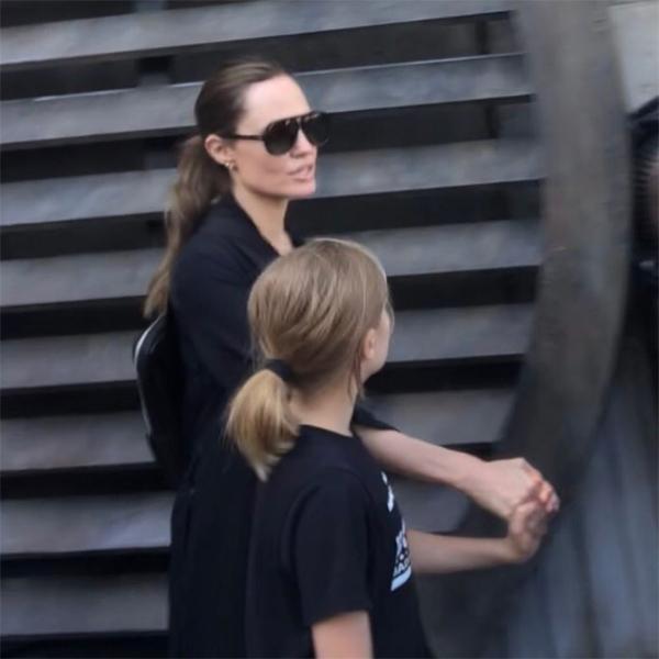 Những khoảnh khắc tình cảm bên các con của bà Smith được fan tại công viên ghi lại.