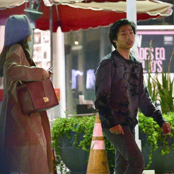 Pax Thiên đã trở thành nam thiếu niên chững chạc, cao lớn và giống như một người bạn của mẹ. Sau khi bố mẹ ly hôn, cậu thường hộ tống mẹ tới thảm đỏ hay đi nhà hàng. Anh trai cả Maddox khá khép kín và ngại ống kính phóng viên nên ít khi xuất hiện.